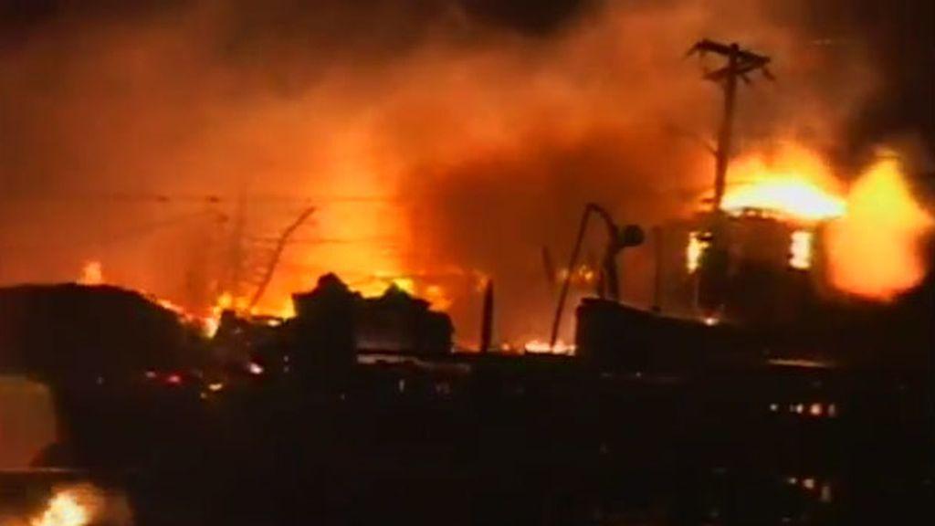 Un incendio destruye 50 casas en Queens