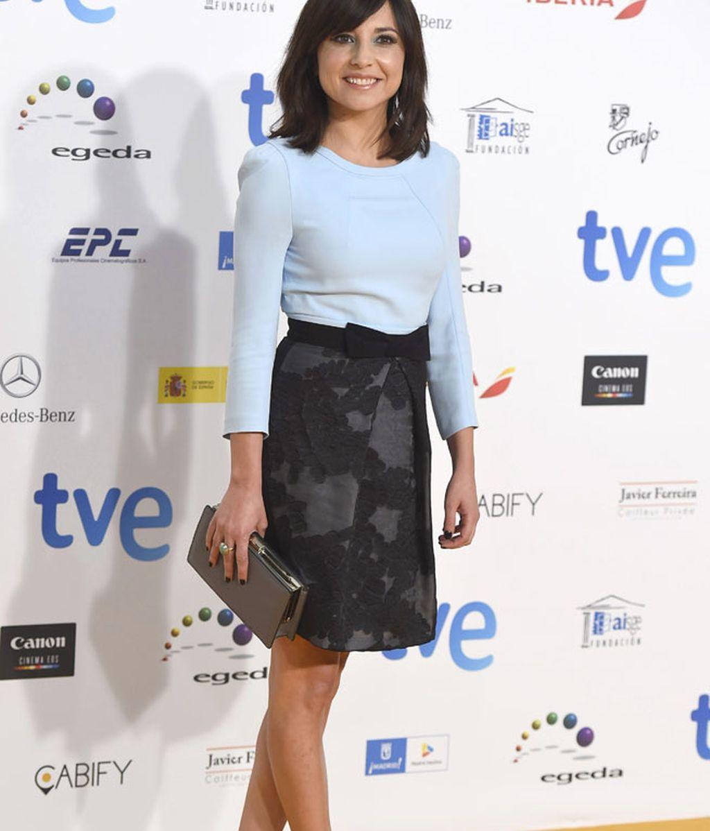 Marian Álvarez, con falda y blusa de color azul