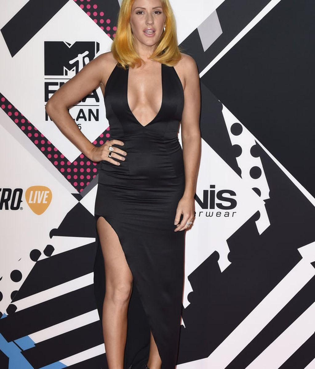 Pegado vestido con escote en uve de Ellie Goulding
