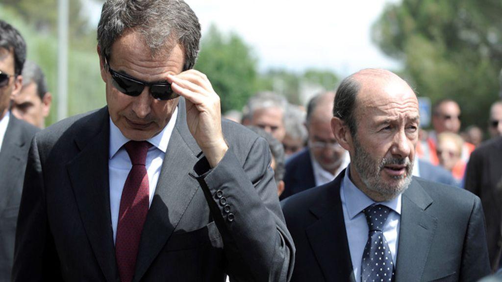 Zapatero, no sin sus gafas