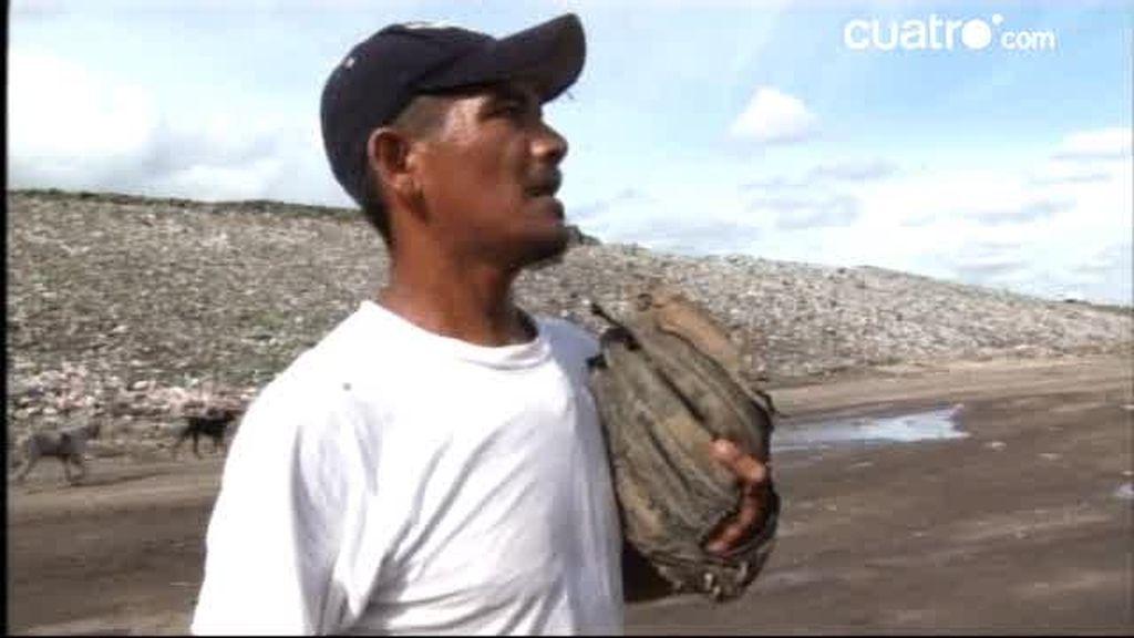 INÉDITO: El béisbol, felicidad y sonrisas a las faldas del vertedero