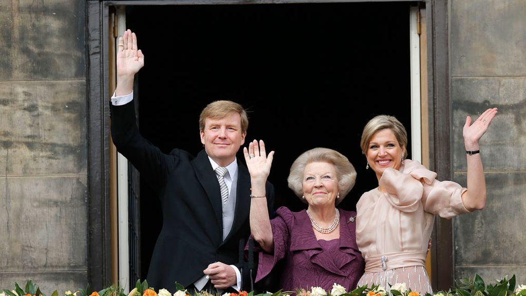Los reyes de Holanda y la princesa Beatriz de Orange