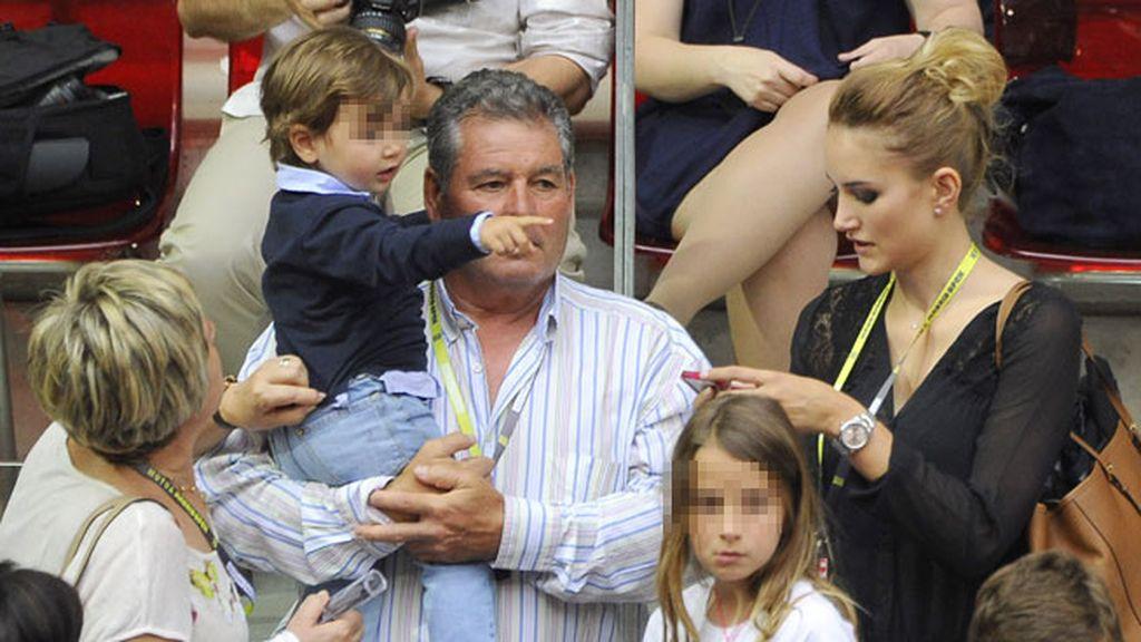 Alba Carrillo lleva a su hijo Lucas al tenis