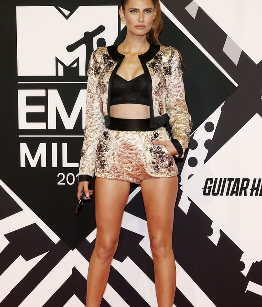 Crop top y shorts: Bianca Balti style