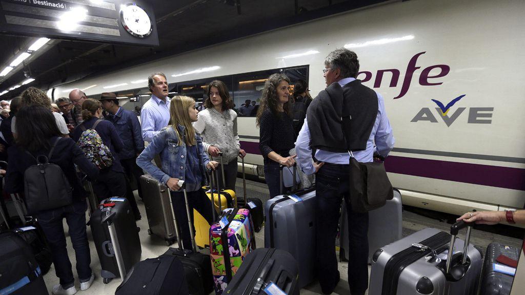 Miles de pasajeros se han quedado atrapados en la estación de Sants