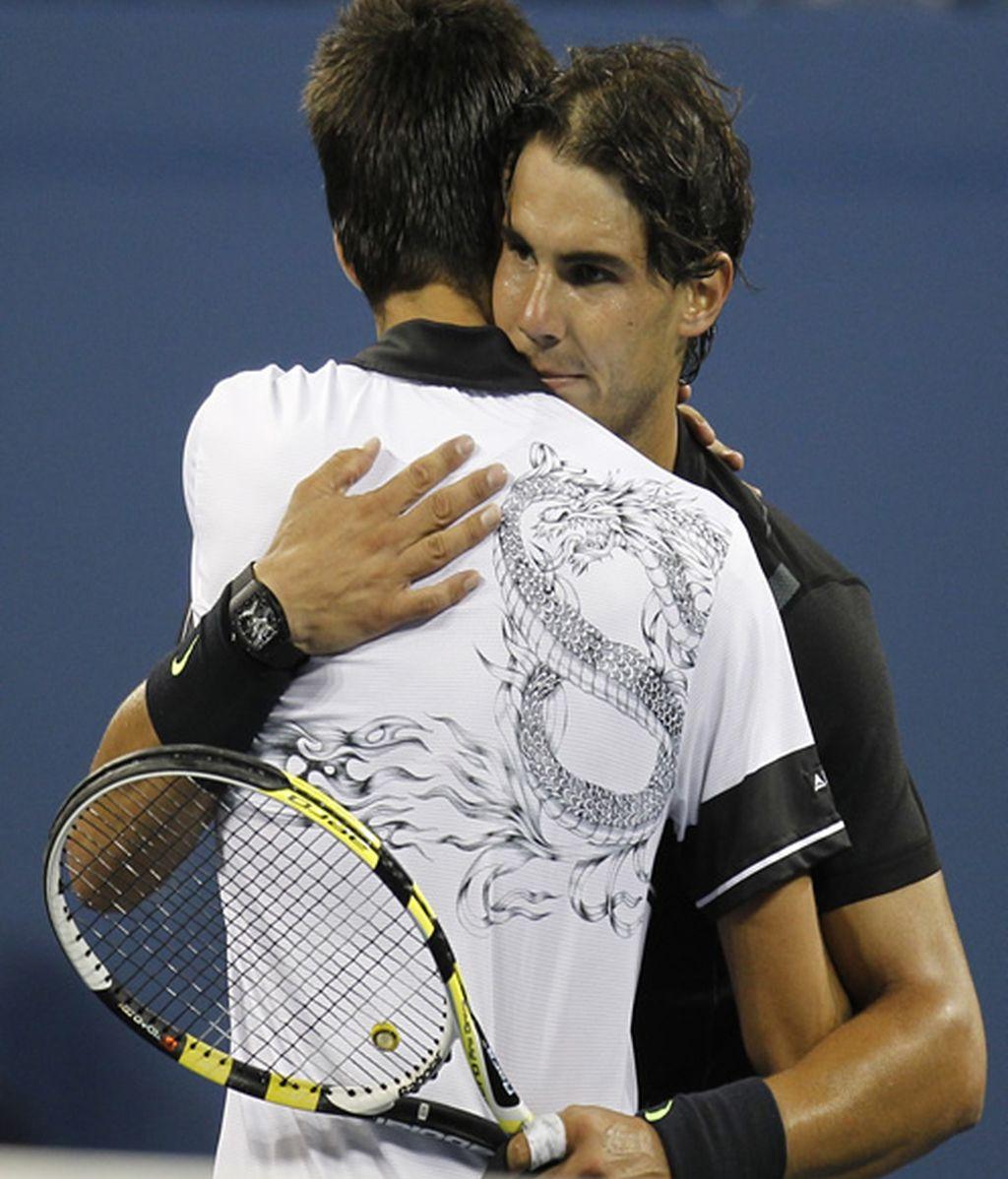 Nadal y Djokovic, el abrazo de dos grandes