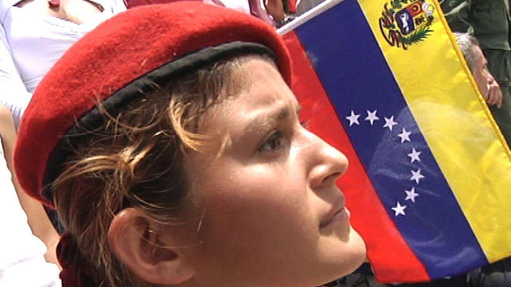Una mujer partidaria de Chávez