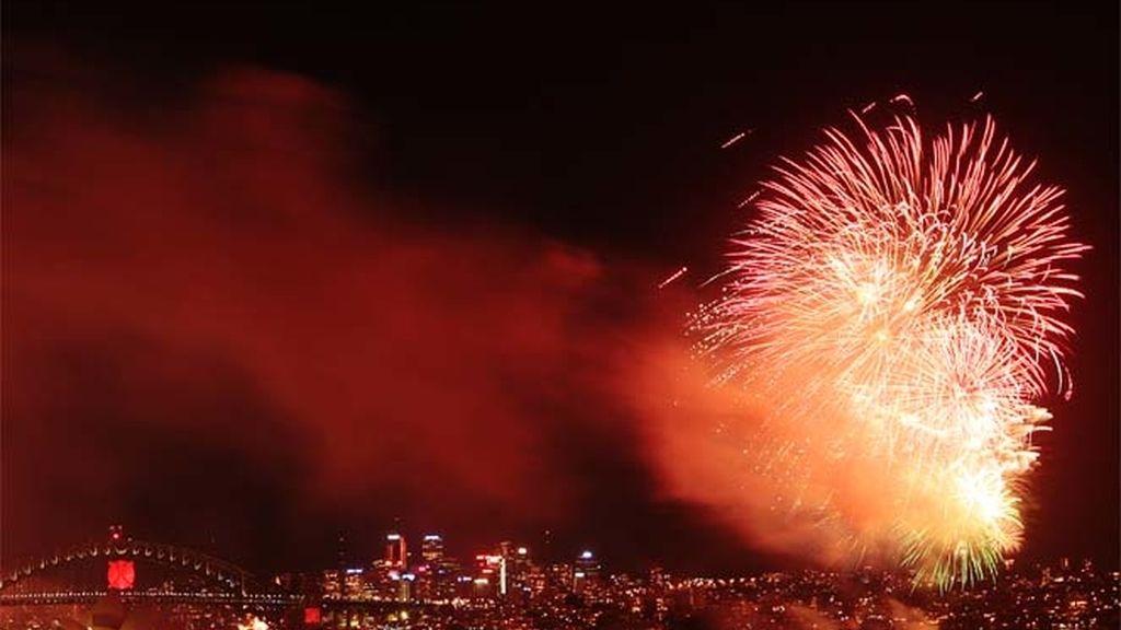 Fuegos artificiales en la Bahía de Sidney para celebrar el 2011