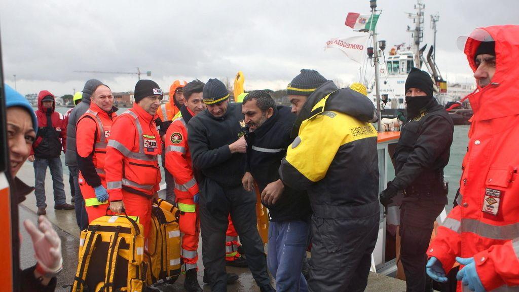 Varios desaparecidos al colisionar dos buques mercantes en la costa de Rávena