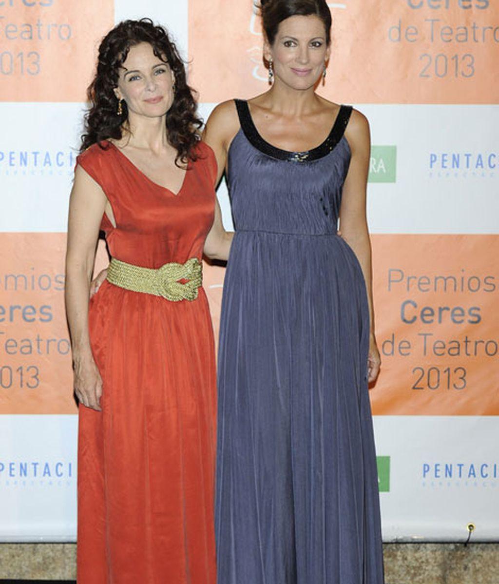 La actriz Silvia Marsó y la modelo Remedios Cervantes, también de romanas