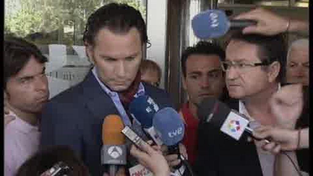 Julio Aparicio abandona el hospital