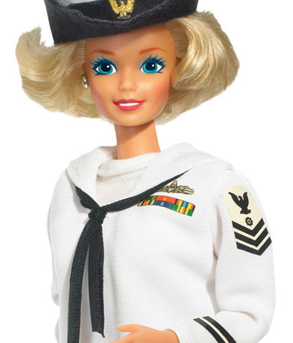 Barbie se licencia en periodismo