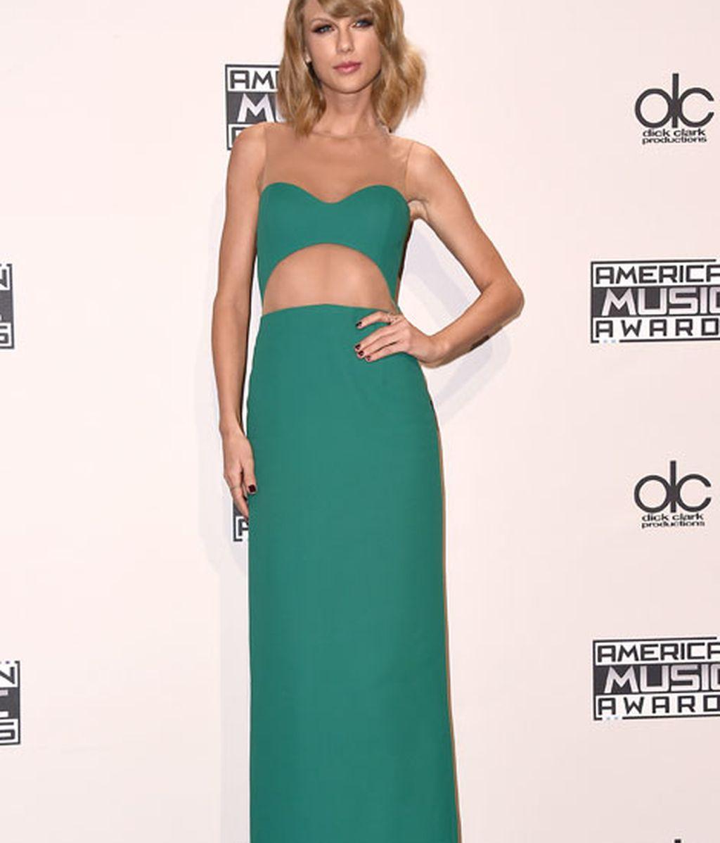 Taylor Swift con un vestido con transparencias de Michael Kors