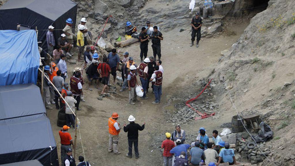 Mineros atrapados en una mina en Perú