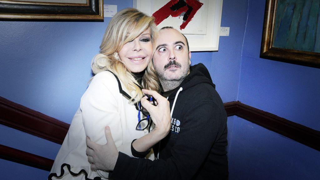 Al final la propia Bibiana se apuntó a la foto con Carlos Areces
