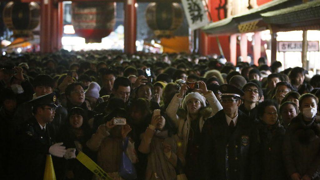 Japón recibe el 2014 con oraciones y fotos