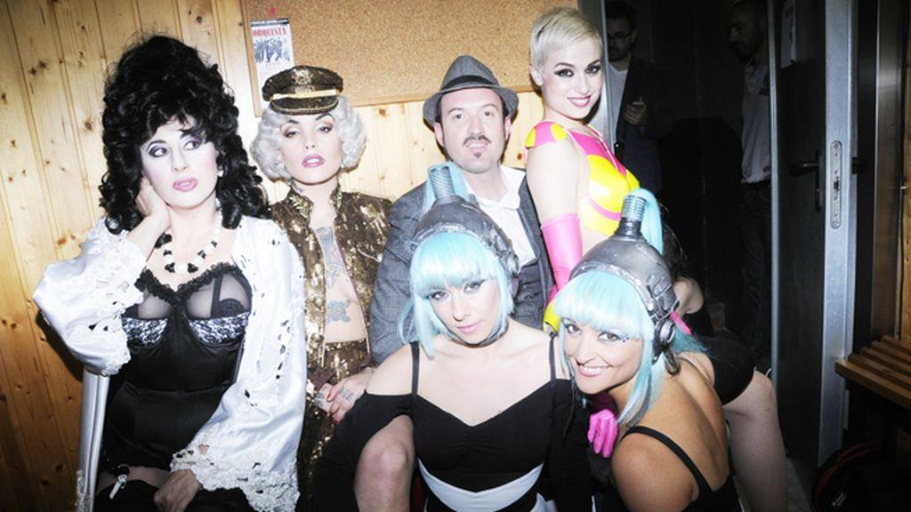 """En los camerinos del Teatro Kapital con el equipo de """"The Hole"""" momentos antes de la función"""