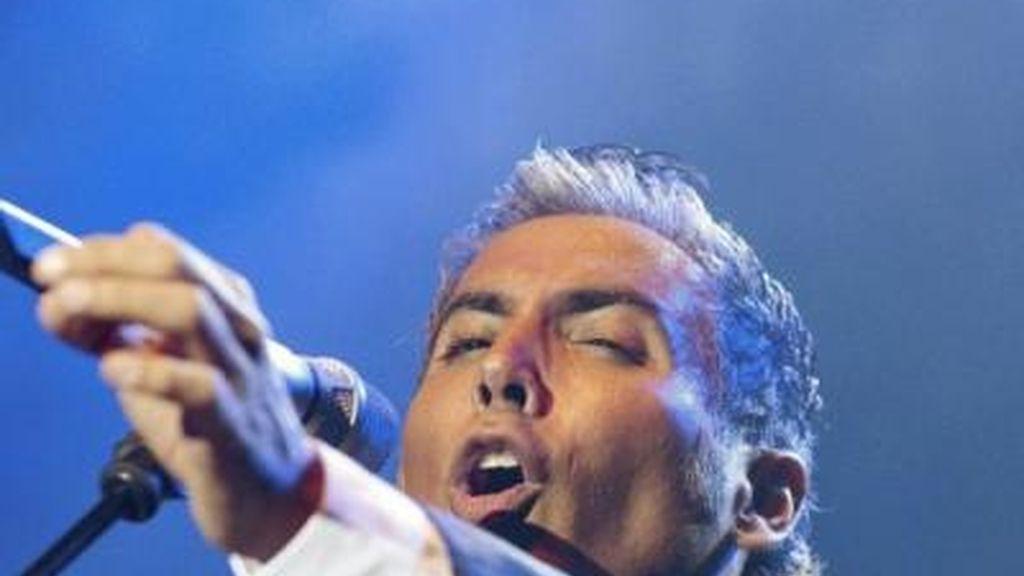 El cantante tuvo que suspender un concierto que tenía programado en Nueva York.
