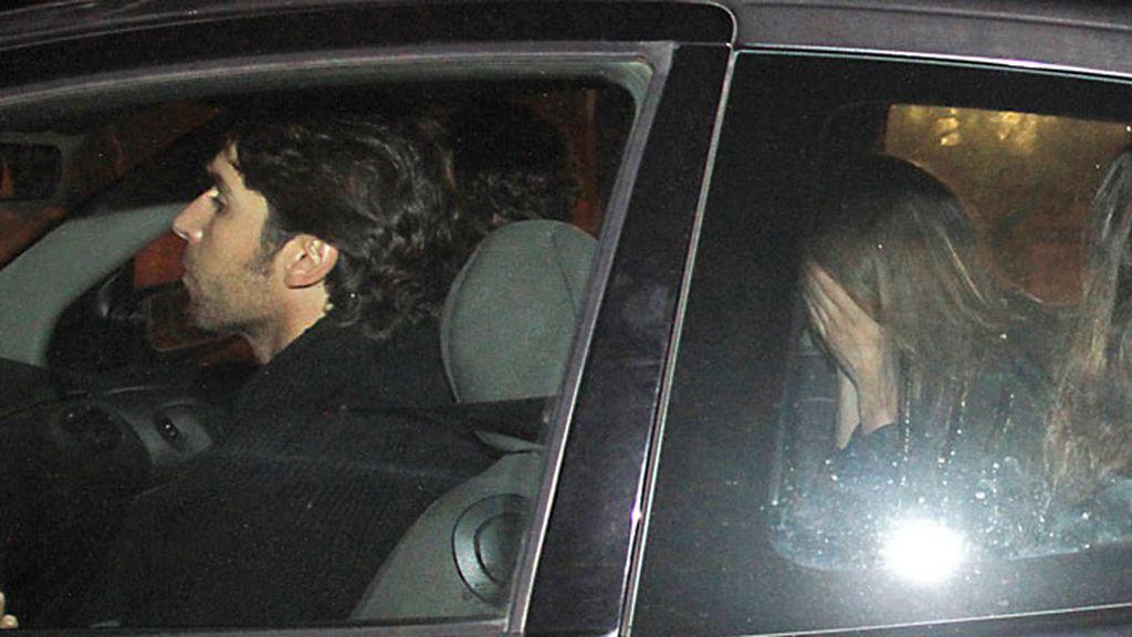 Eva González en el coche conducido por Cayetano