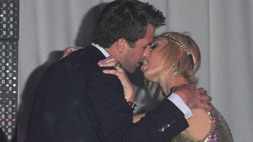 Así pone 'cachondo' Paris Hilton a su novio