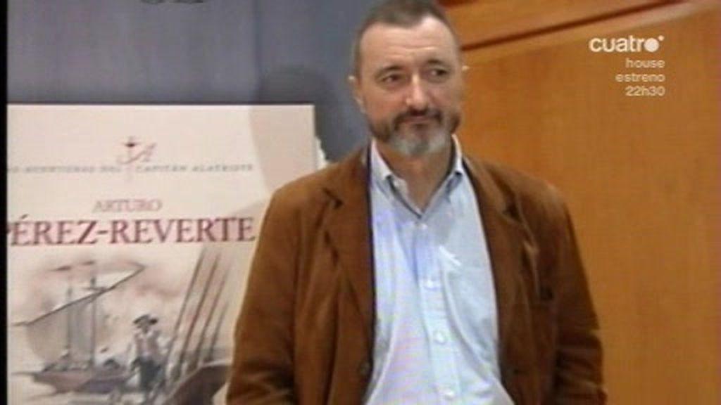 Pérez Reverte ataca a Moratinos en Twitter
