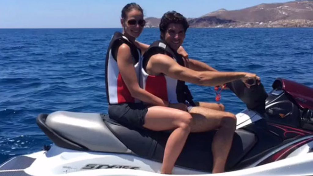 Han compartido fotos al atardecer, en moto acuática o paseando agarrados