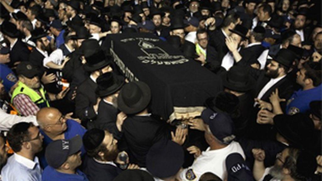 El menor asesinado en Nueva York fue enterrado en un acto multitudinario.