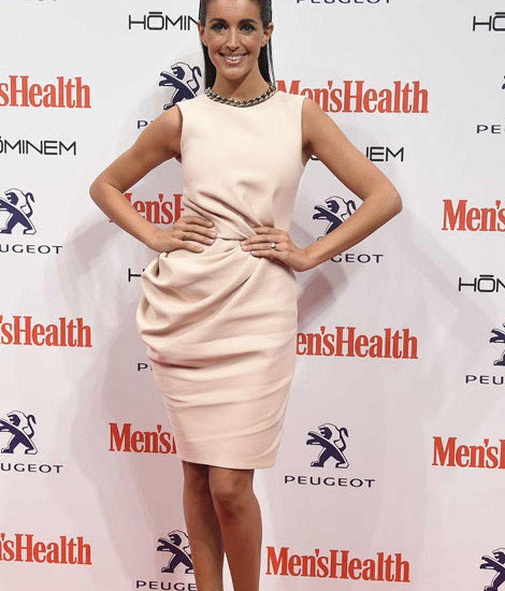 Noelia López con mini vestido blanco
