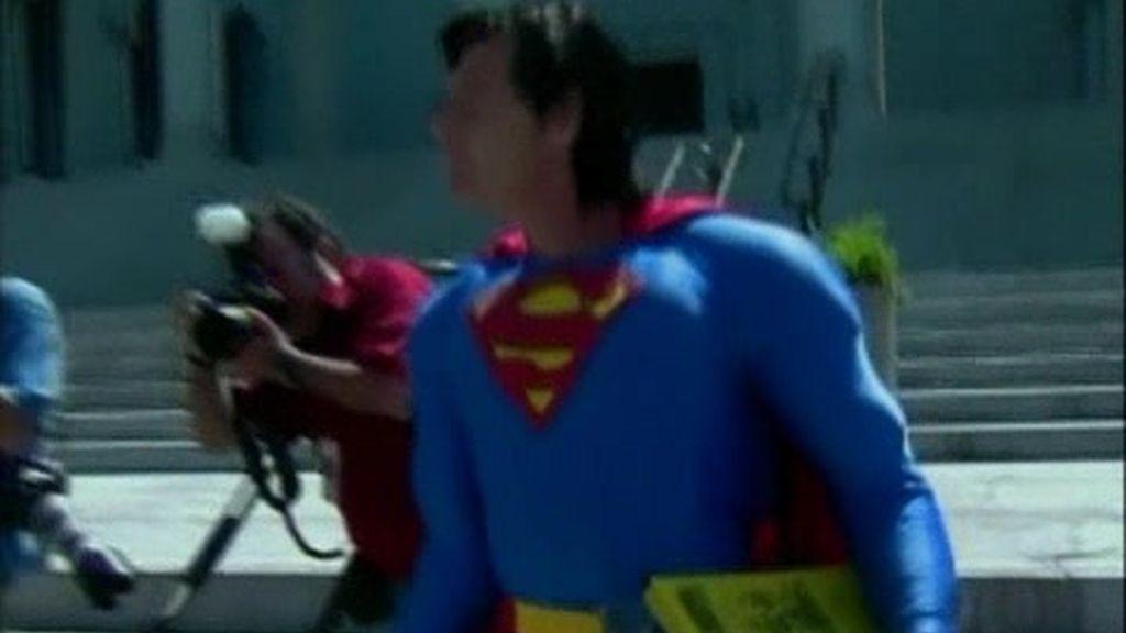 Superhéroes detenidos