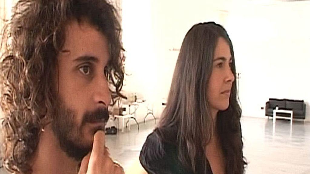 Nuestra reportera, Clara Sánchez-Castro, junto al encargado de asistir a la modelo, durante una sesión fotográfica