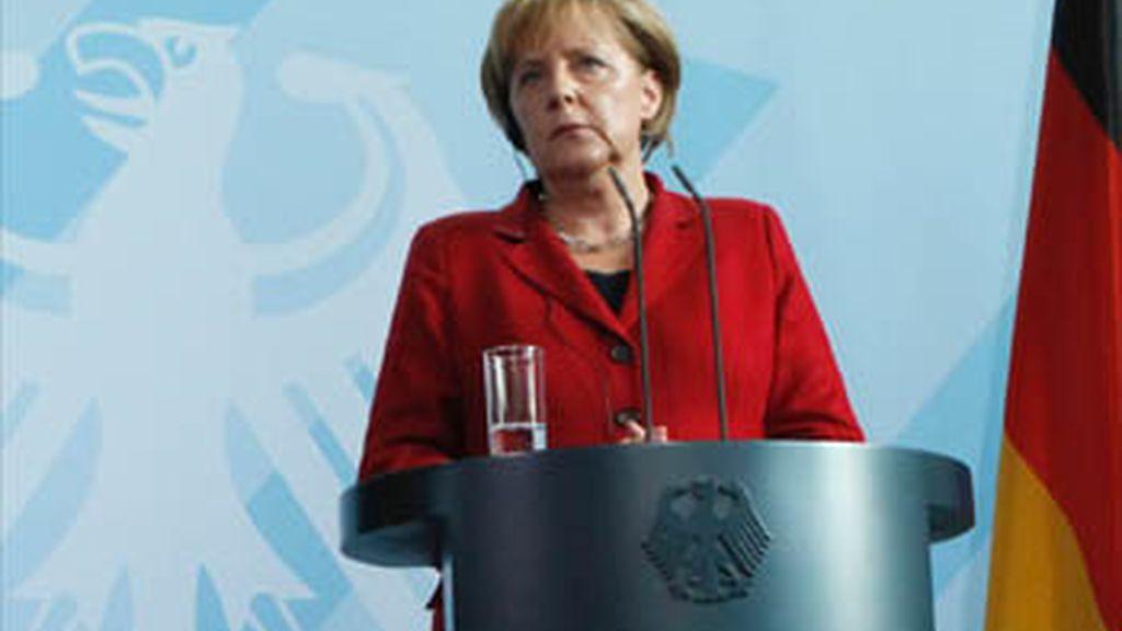 Merkel asegura que España puede pedir la ayuda igual que cualquier otro país