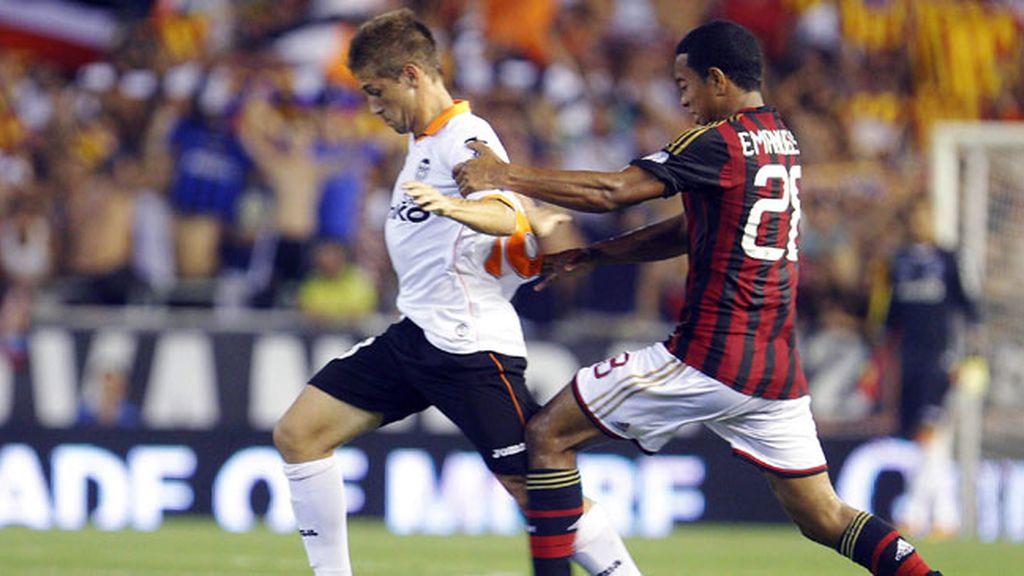 El Valencia cede ante el Milan en Mestalla