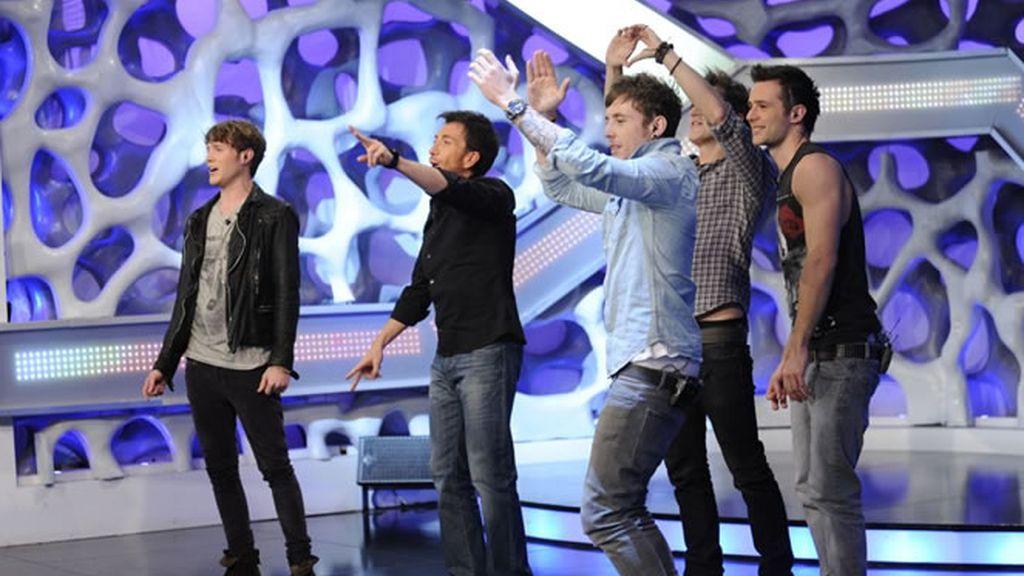 Los McFly animando al público