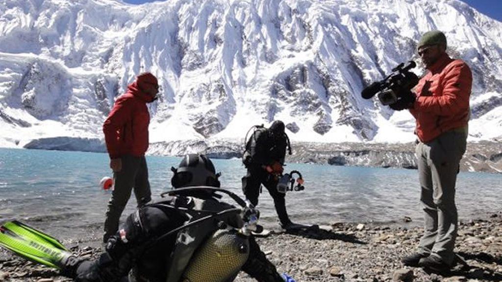 Momentos antes de bucear en el lago Tilicho