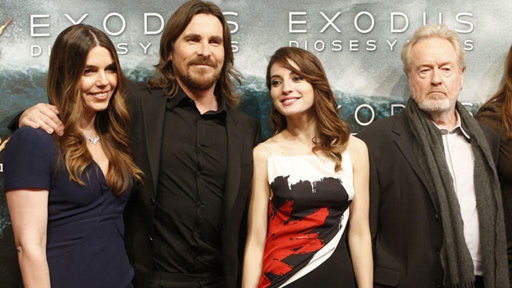 María Valverde con Christian Bale y Ridley Scott