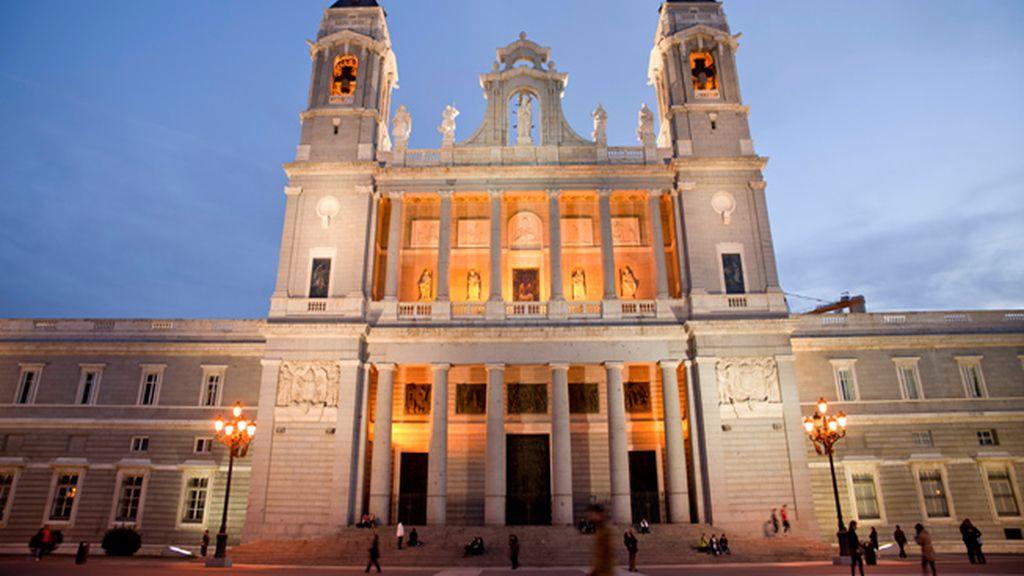 La Catedral de la Almudena acogerá el funeral de Estado de Adolfo Suárez
