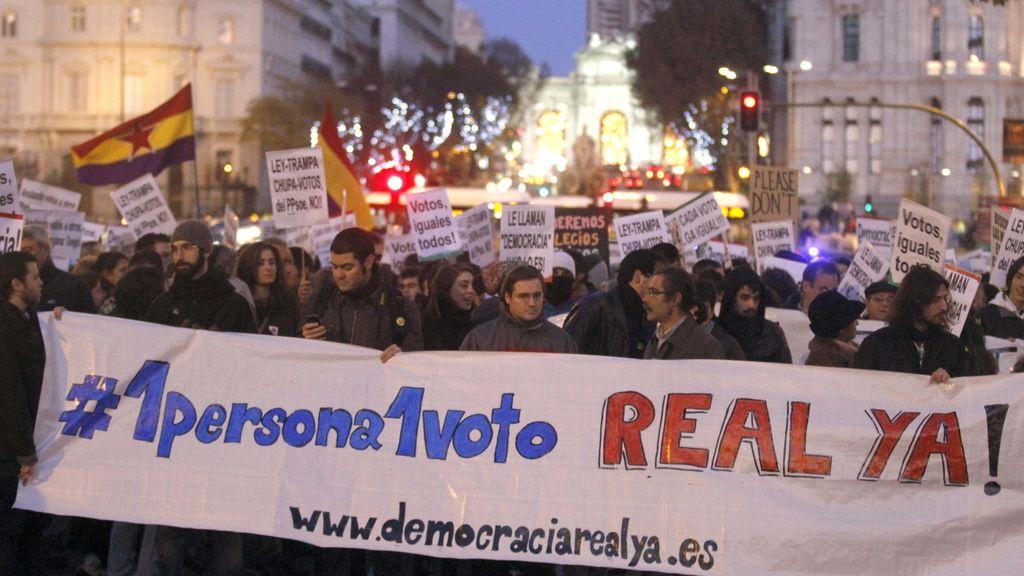 """Cientos de personas se manifiestan entre Cibeles y Sol para pedir un """"sistema electoral justo y proporcional"""""""