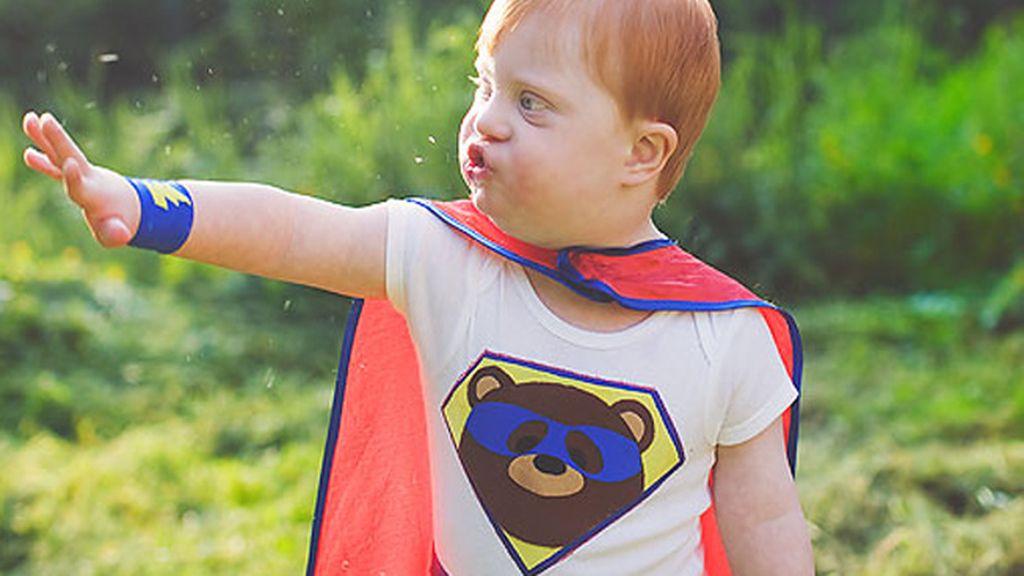 Niños con necesidades especiales disfrutan convirtiéndose en superhéroes