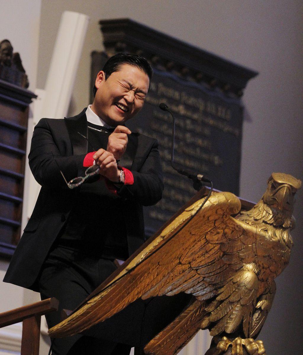 Psy sienta cátedra en Harvard