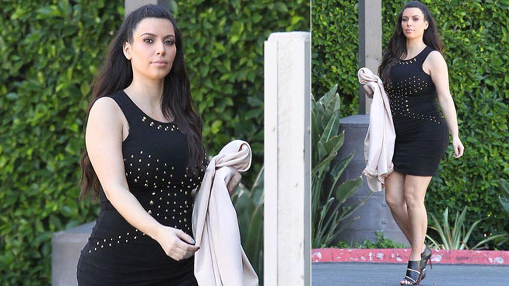Kim Kardashian con vestido negro ceñido
