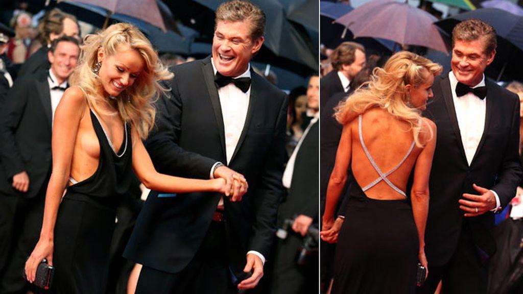 David Hasselhoff y Hayley Roberts se lo pasaron muy bien sobre la alfombra roja