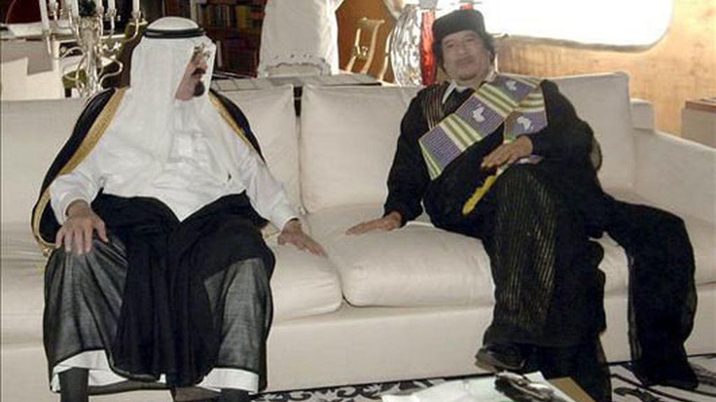 Gadafi y el rey saudí se reúnen en un gesto conciliador