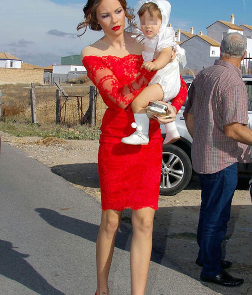 Vestido rojo y pamela