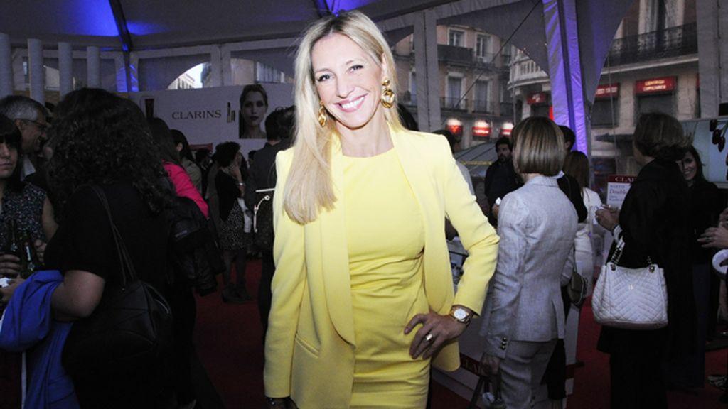La presentadora Marta Robles acudió espléndida de Dolores Promesas