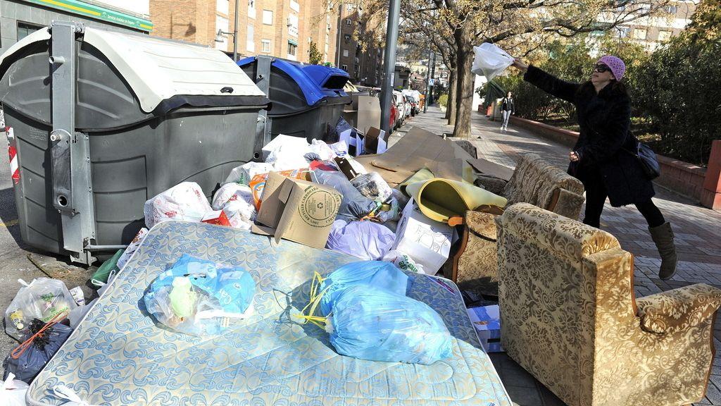 Hulega de basuras en Granada