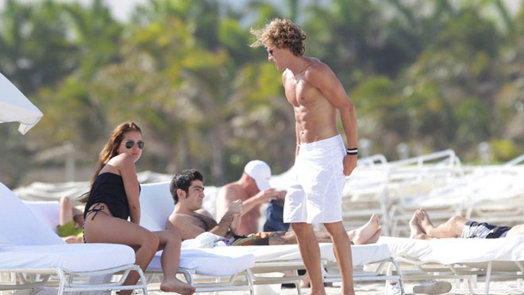 Forlán y Zaira apuran sus últimos días de soltería en playas de Miami