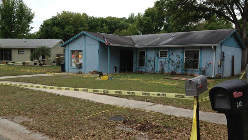 Hombre desaparecido en el interior de un enorme socavón de su casa en Miami