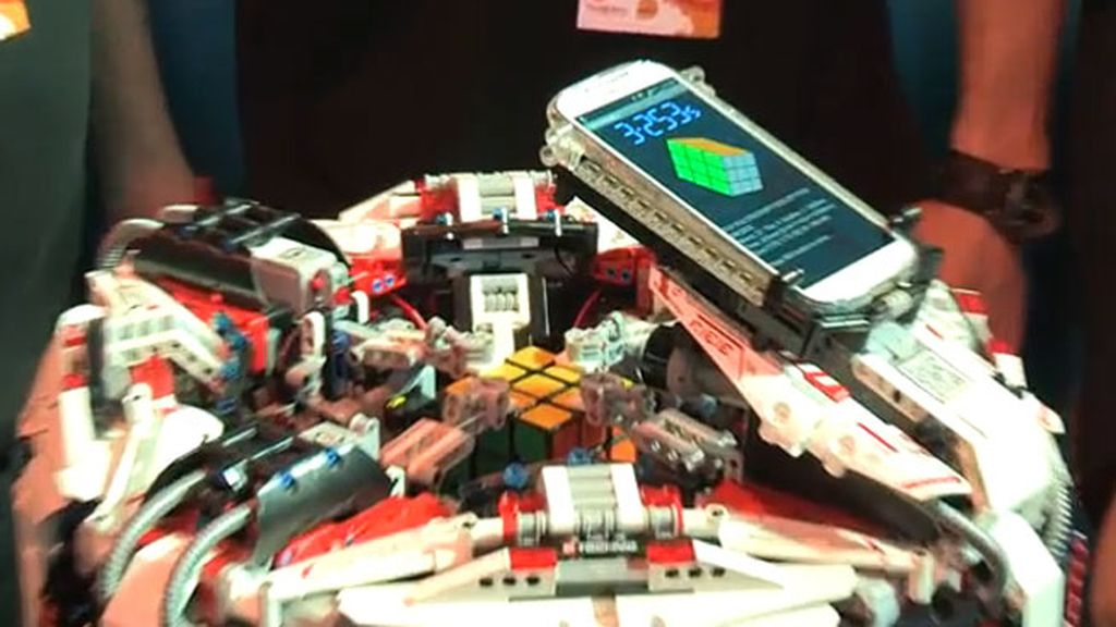 robot de Lego,cubo de rubik,récord,CubeStormer 3