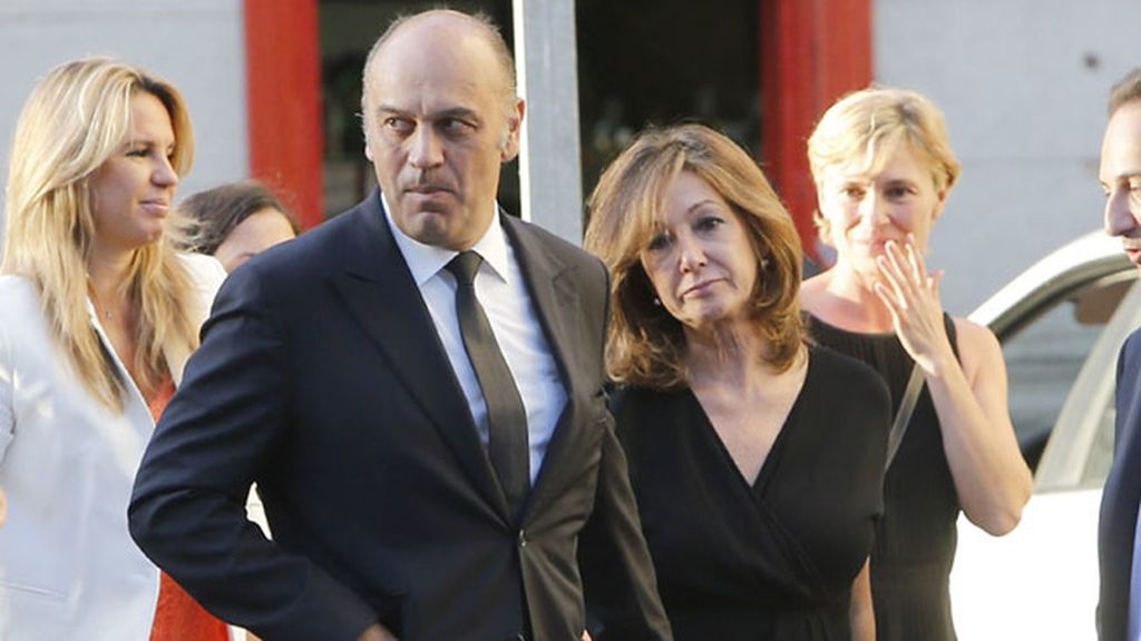 Ana Rosa, de riguroso luto, y su marido Juan Muñoz
