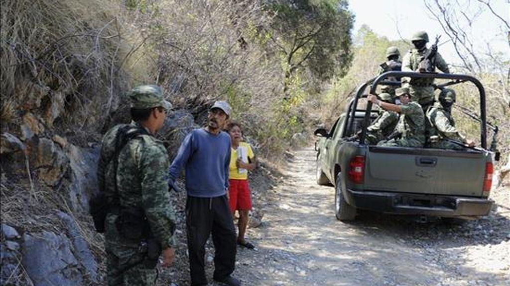 El Procurador de Justicia del norteño estado de Nuevo León, Alejandro Garza, informó hoy que hasta ahora han sido encontrados 38 cuerpos en las fosas clandestinas descubiertas por el Ejército en el municipio metropolitano de Juárez, ubicado al oriente de la ciudad. EFE